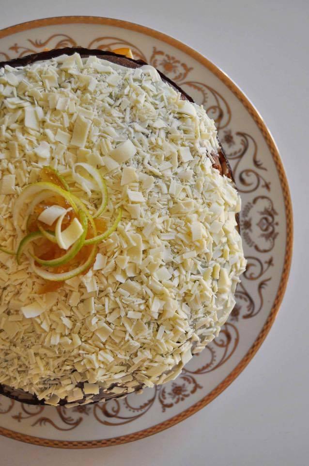 panettone al limoncello su piatto decorato
