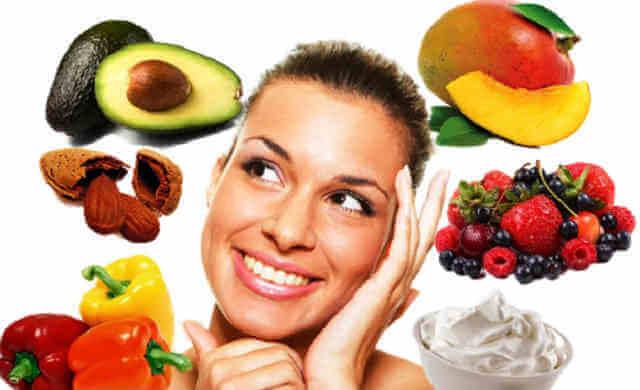 Spinaci, lattughe, broccoli, asparagi e soprattutto tutto ciò che è arancione , come agrumi, zucche e carote.