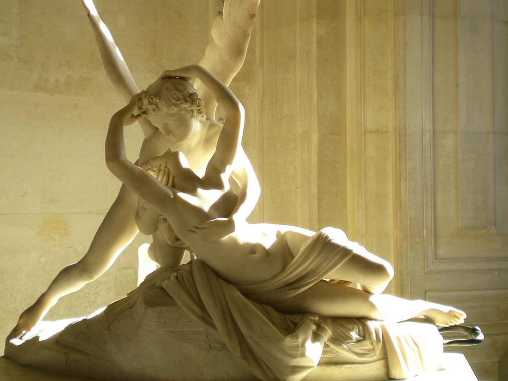 La celeberrima scultura di Amore e Psiche, frutto del genio di Antonio Canova