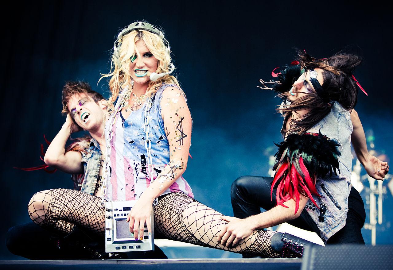 Kesha durante un'esibizione