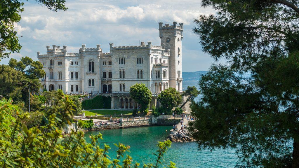 Una veduta del Castello di Miramare (motivo in più per venire ad assaggiare la jota)