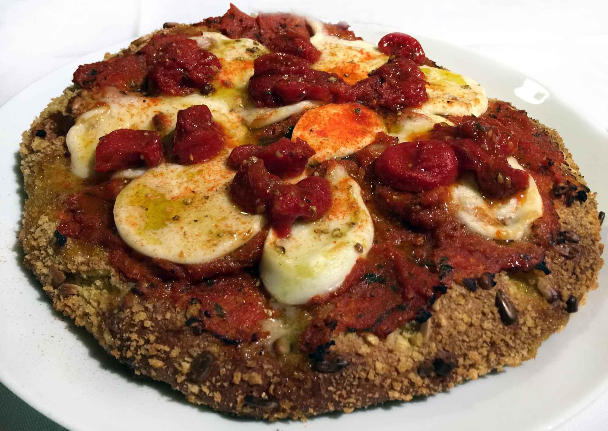 La rivisitazione della pizza Margherita fatta da Carlo Cracco