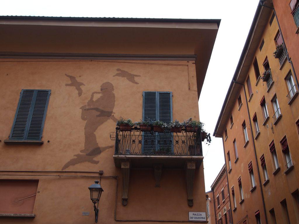L'esterno della casa di Lucio dalla a Bologna