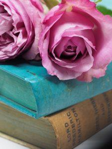 Giornata mondiale del libro 2018, libro e rosa