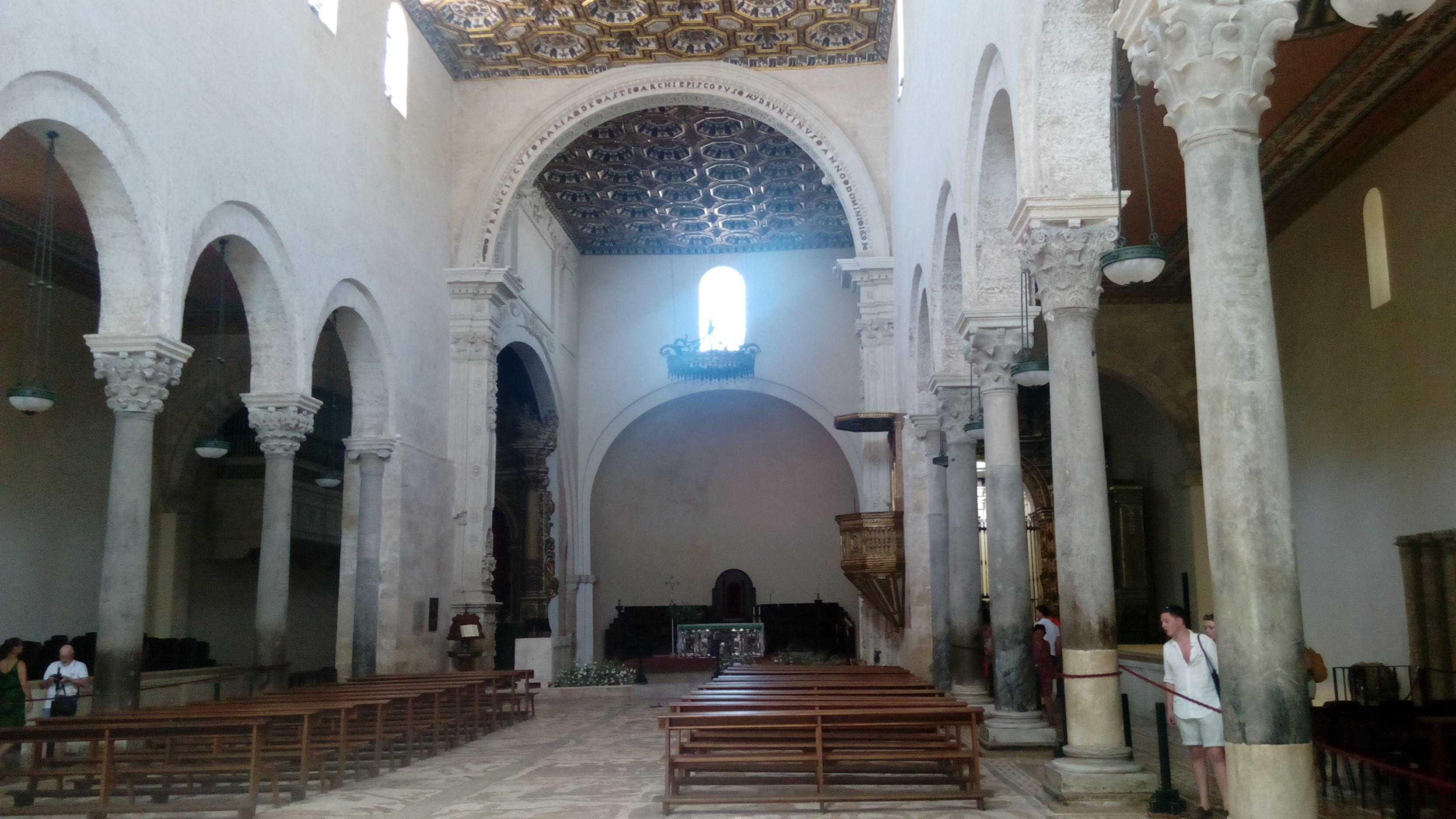 Cattedrale di Otranto, navata centrale