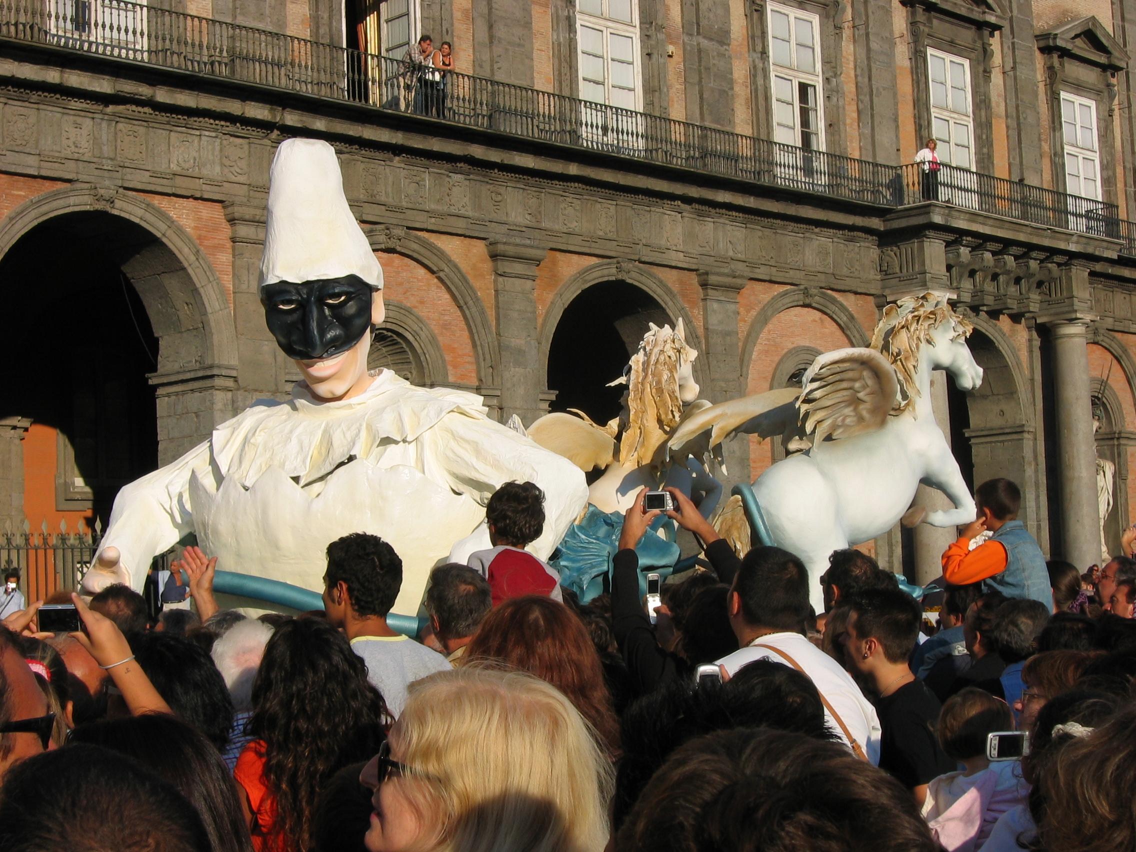 dialetto napoletano - La maschera di Pulcinella rappresenta uno dei simboli partenopei più amati di sempre