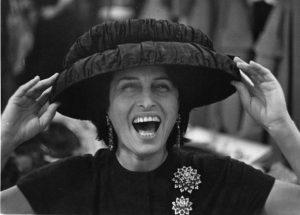 immagine sorridente di Anna Magnani