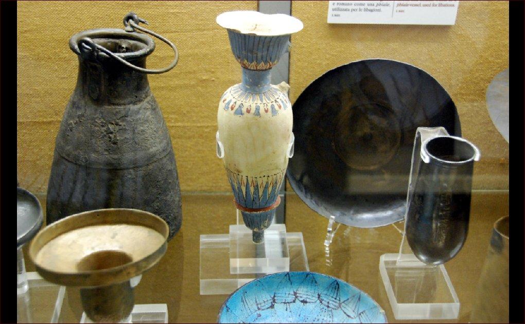 Oggetti della tomba di Kha, nel Museo egizio di Torino (foto di Hans Ollermann)