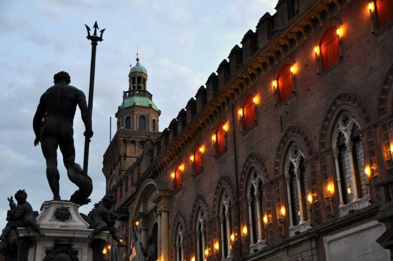 i sette segreti di Bologna - La statua del Nettuno e il Palazzo d'Accursio