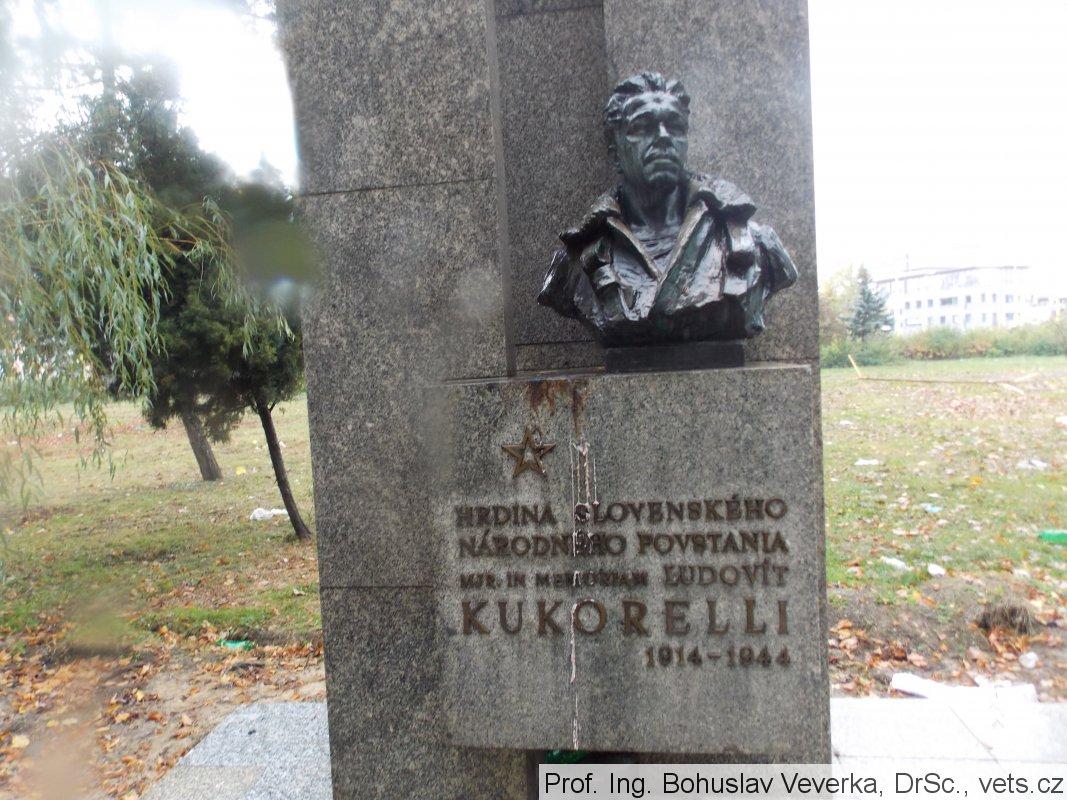 Mitteleuropa - Monumento a Kosice (Slovacchia) di Kukorelli, pilota slovacco, discendente di un muratore italiano immigrato di nome Cucorelli