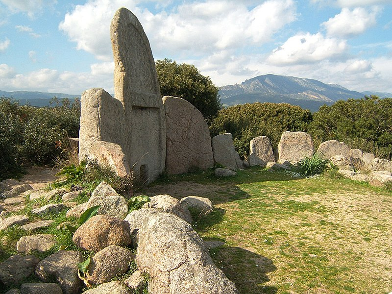 Tomba dei Giganti - Area sacra