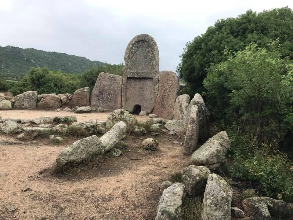 Tomba dei Giganti - Entrata nella tomba