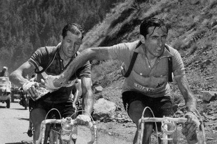 Bartali - Bartali passa la borraccia a Coppi
