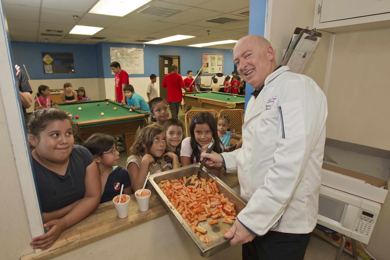 cucina italiana - Bruno Serato e bambini poveri di Los Angeles