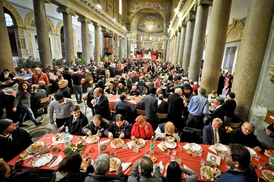 Natale-pranzo dei poveri a Roma