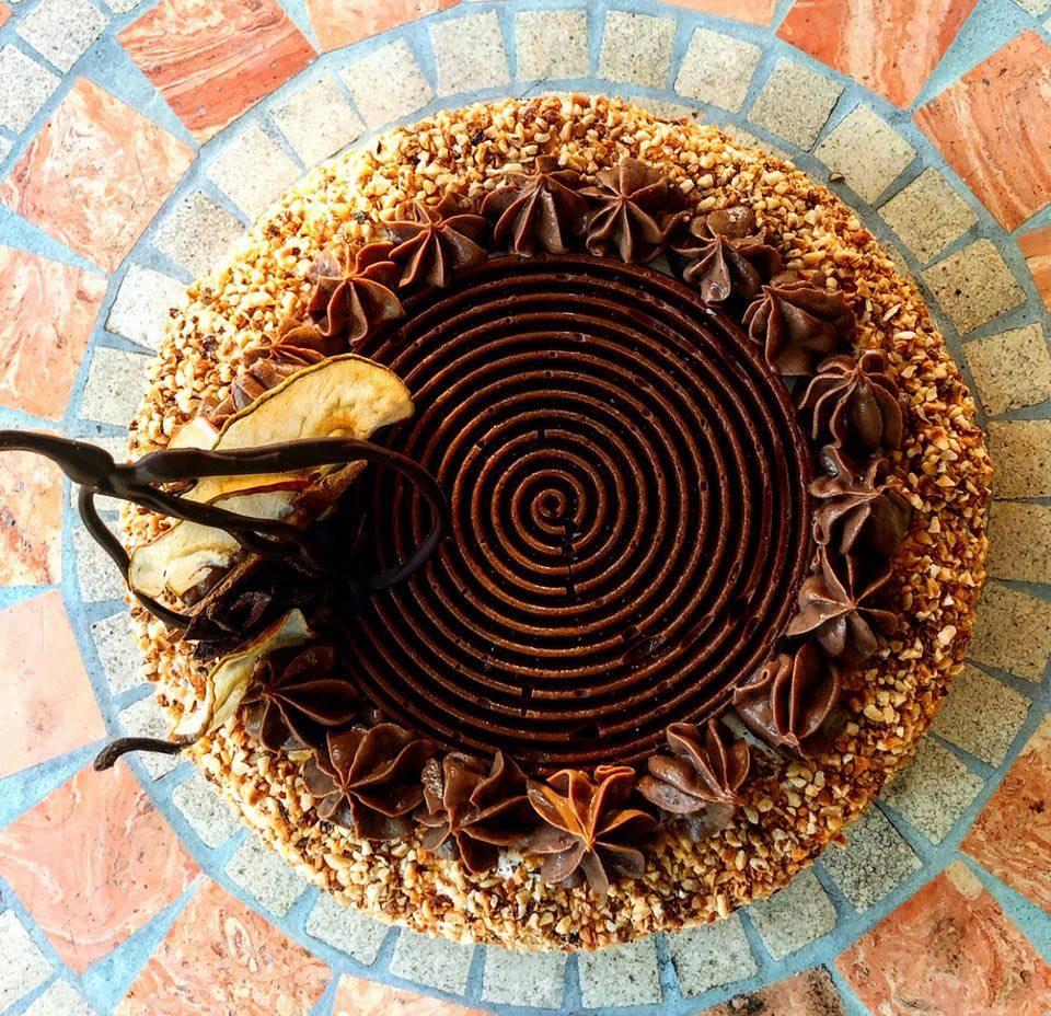 Il cioccolato ipnotizza la pera - torta vista dall'alto