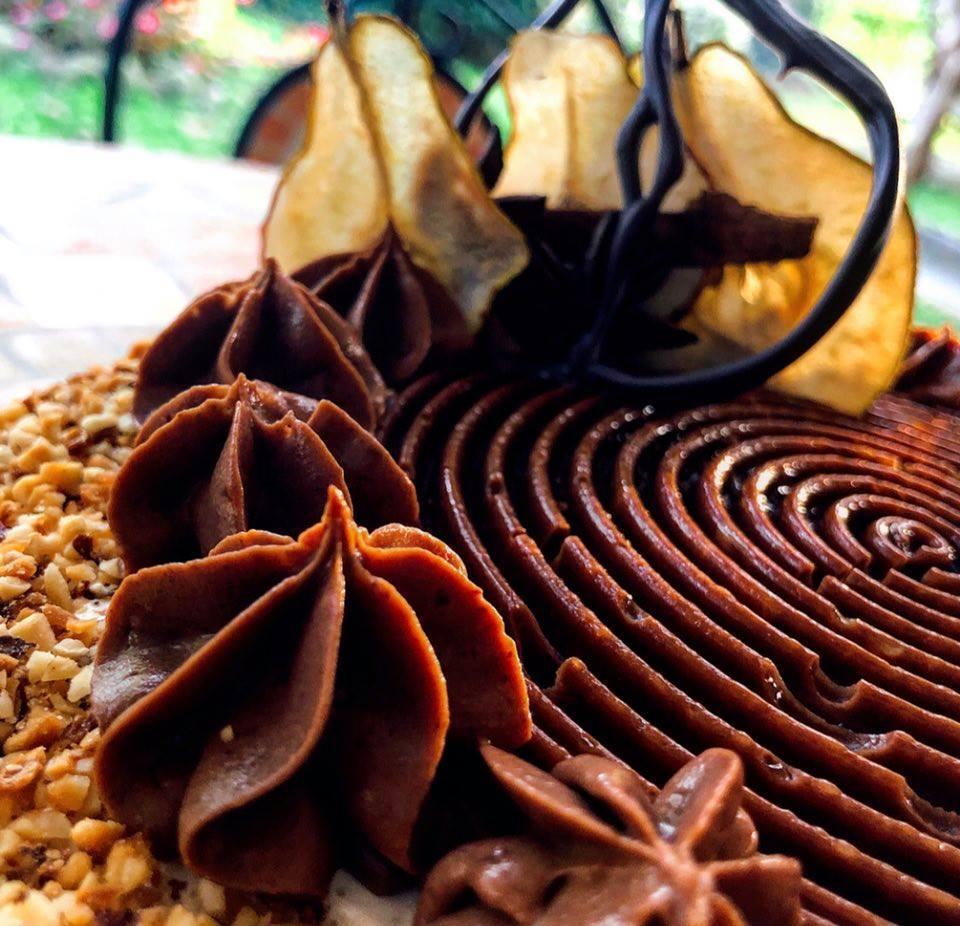 Il cioccolato ipnotizza la pera - particolare