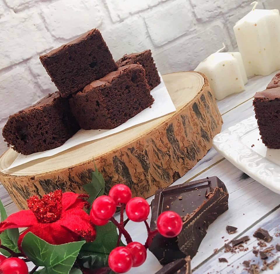 Torta al cioccolato fondente e zucchero di canna - pezzi tagliati