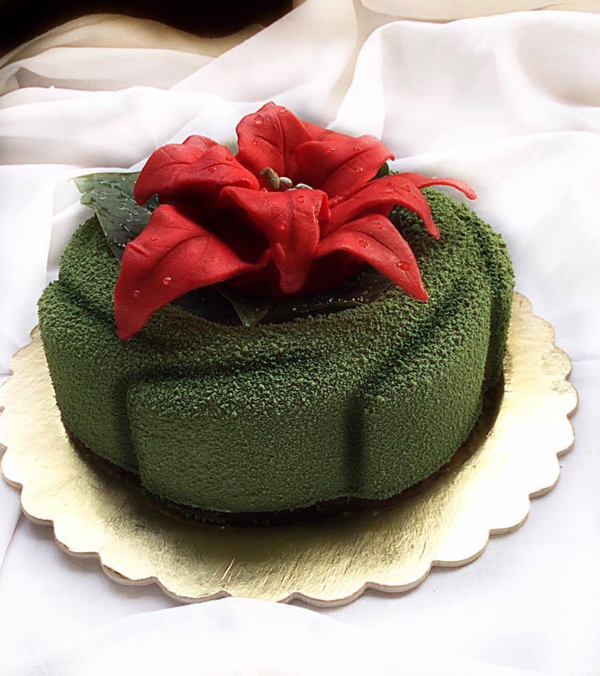 Torta Natalizia con fiore decorativo