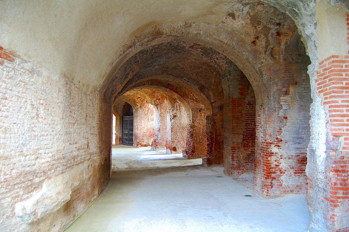 Anfiteatro di Capua - interno dell'Anfiteatro sito a Santa Maria Capua Vetere