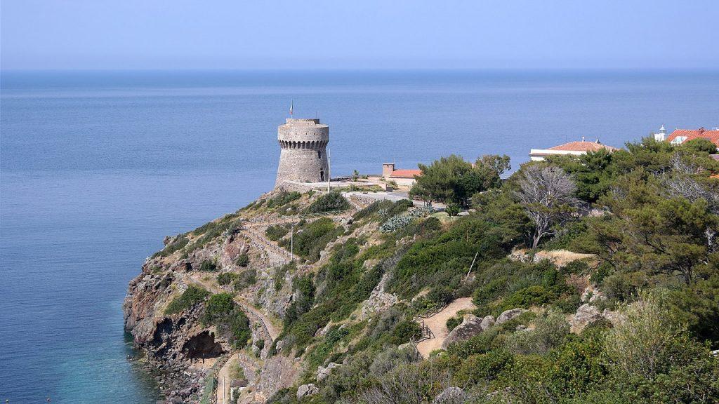 Capraia - una Torre costiera, foto tratta da wikipedia
