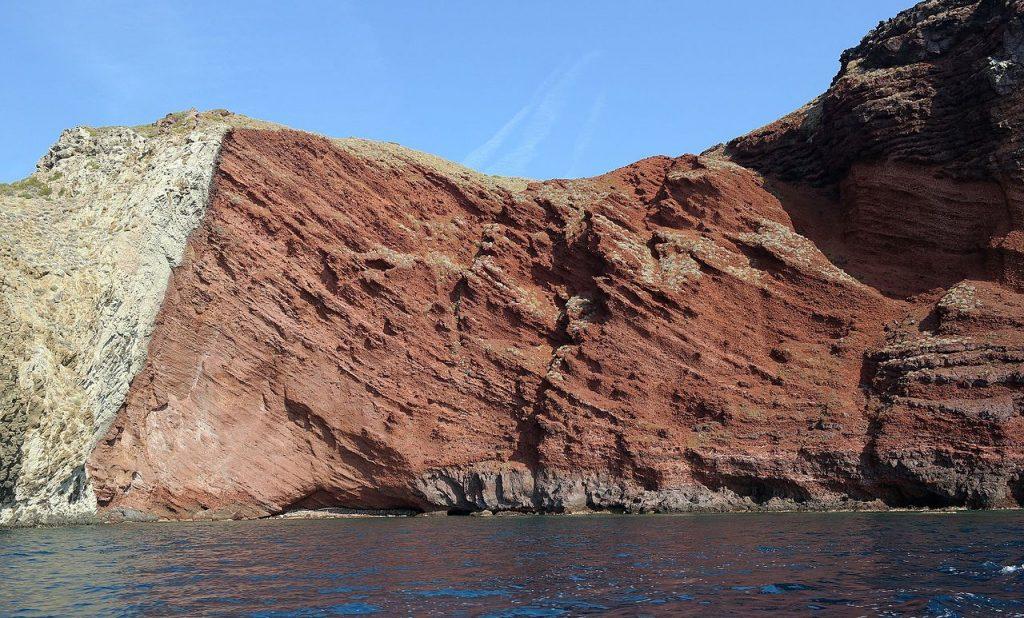 Capraia - Cala Rossa, foto tratta da wikipedia