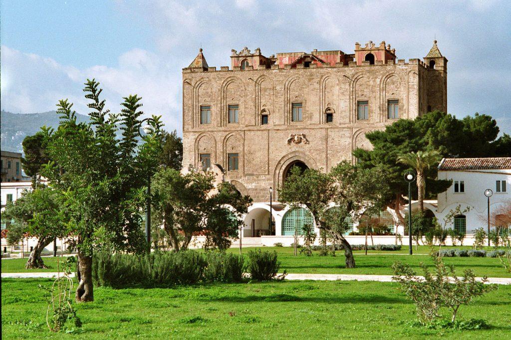 facciata vista dal parco della Zisa di Palermo