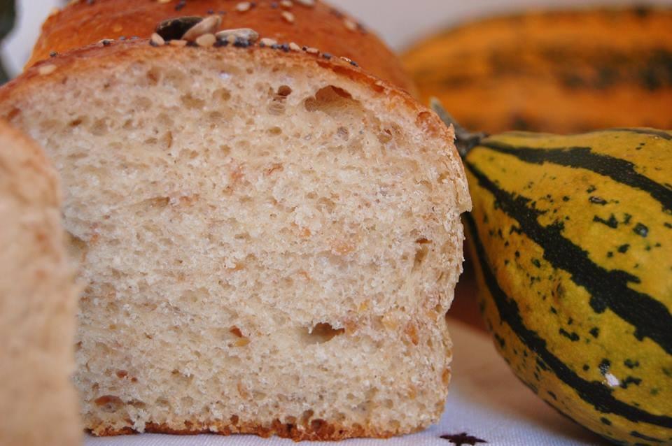 Panbauletto con farina di segale e semi di lino - immagine del panbauletto tagliato a metà