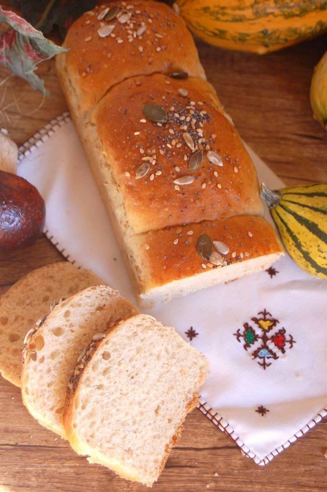 Panbauletto con farina di segale e semi di lino - Panbauletto su tovagliolo