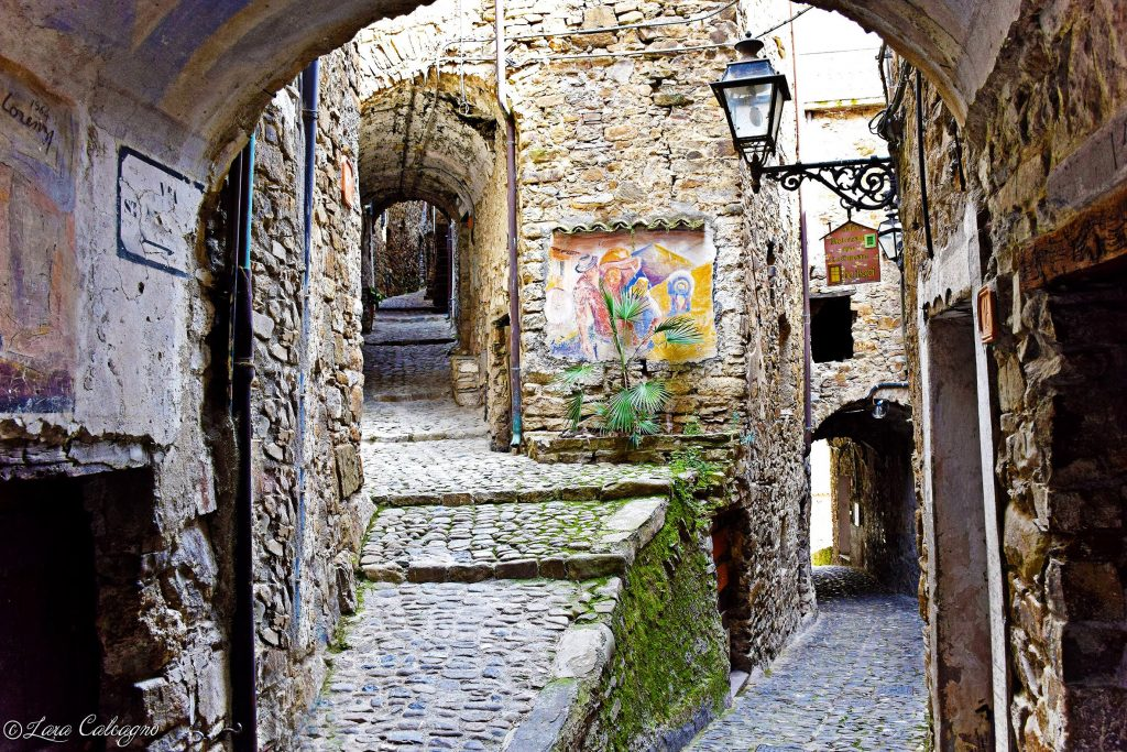 Apricale - Streets of the village