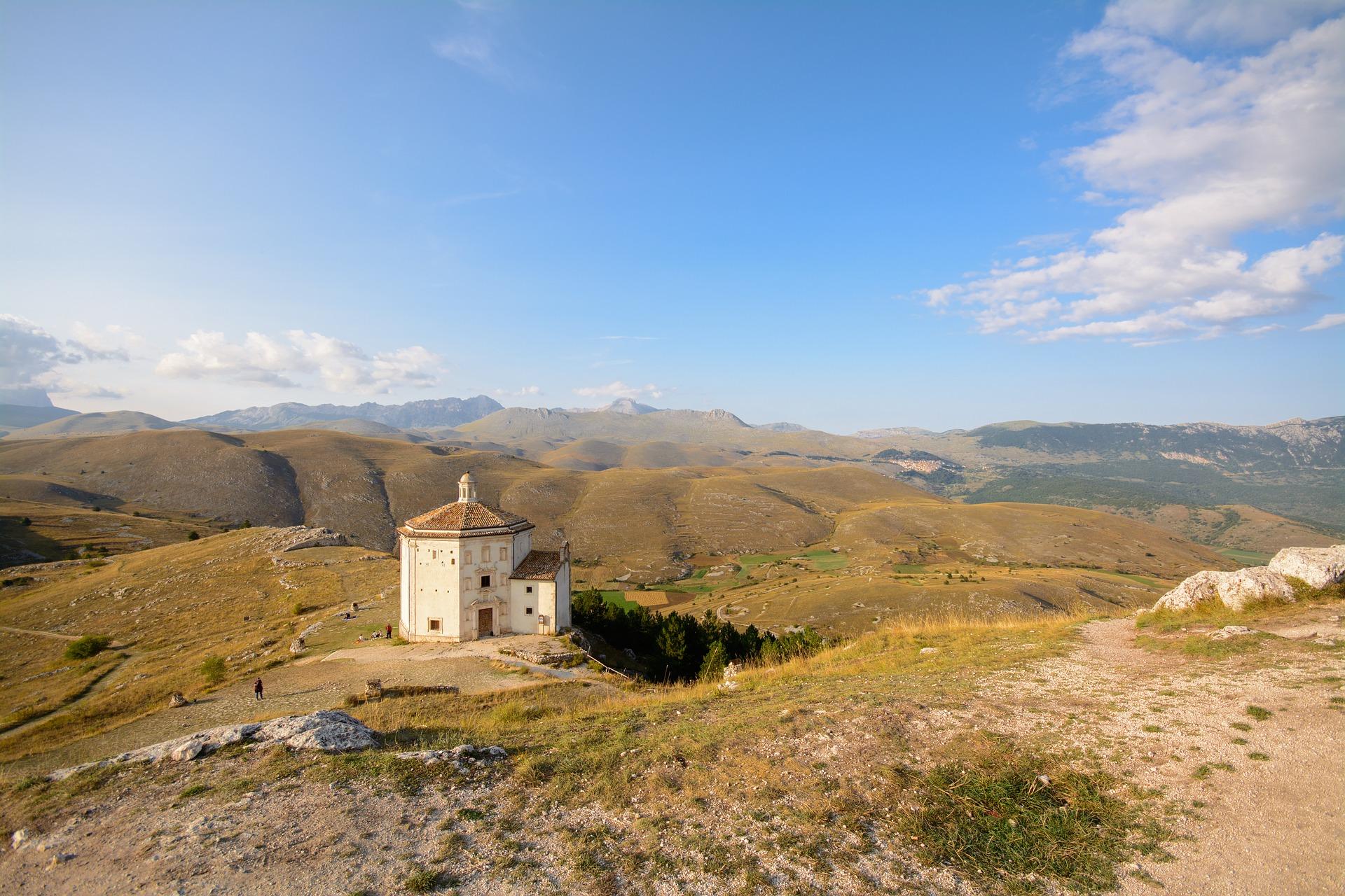 Rocca Calscio. Chiesa di Santa Maria della Pietà