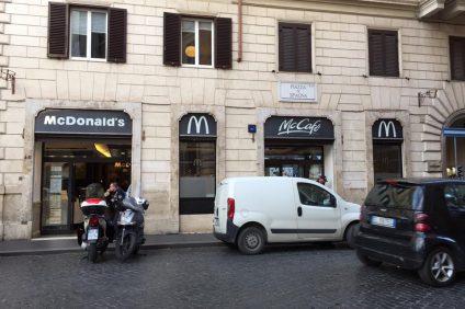 immagine del primo McDonald's d'Italia