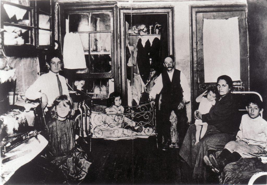 Room with Italian migrants