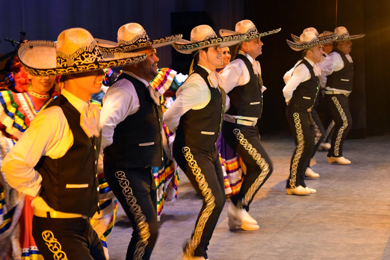 Primo aprile - Dei mariachi messicani che ballano
