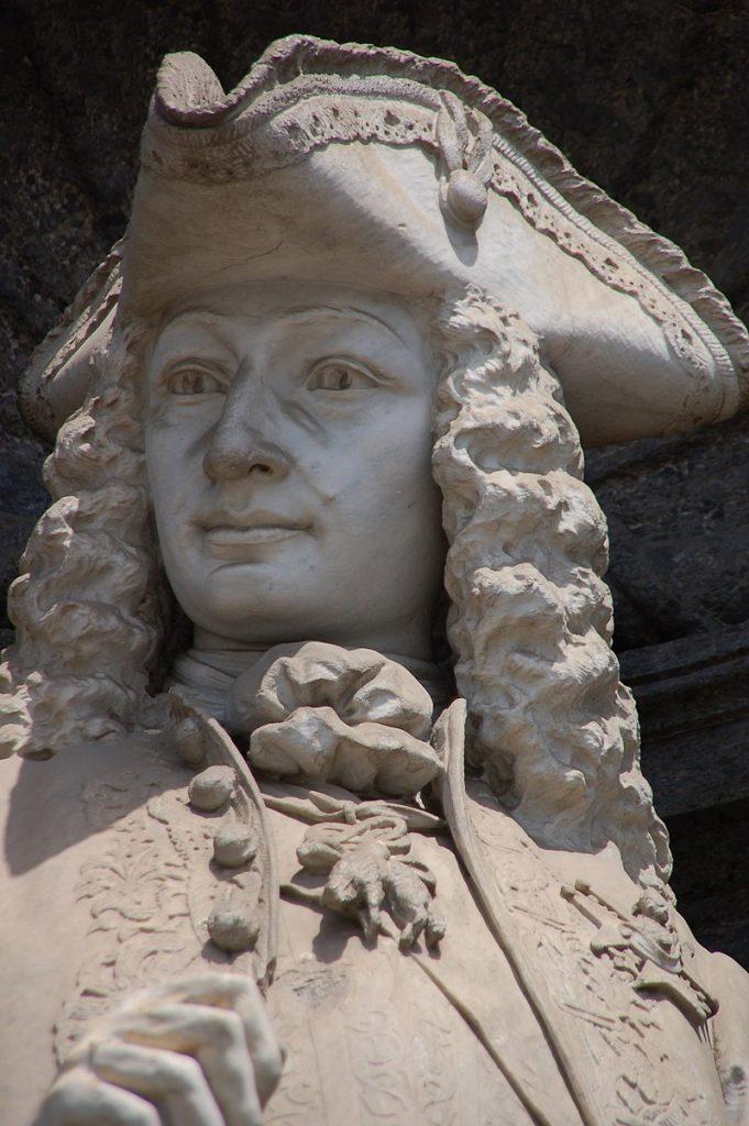 Statua di Carlo III di Borbone, promotore del Teatro San Carlo di Napoli