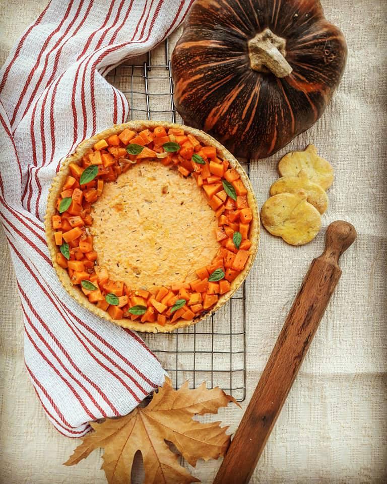 Crostata salata con zucca e ricotta vista dall'alto