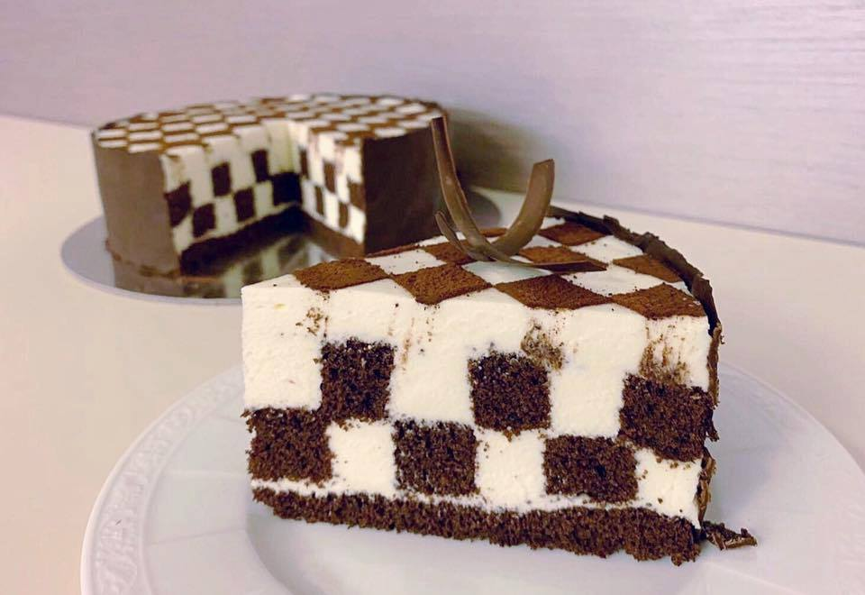 chessboard cake - slice view in profile