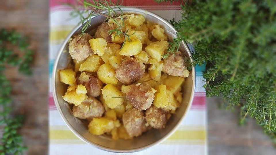 teglia con Polpette al forno con patate saporite