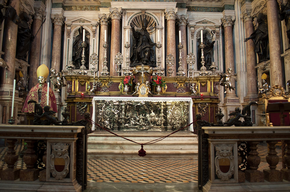 The main altar of the chapel of the Treasure of San Gennaro