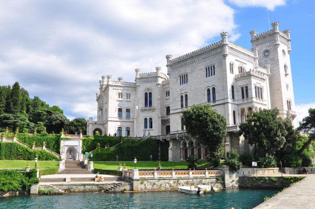 Castello di Miramare, scorcio laterale