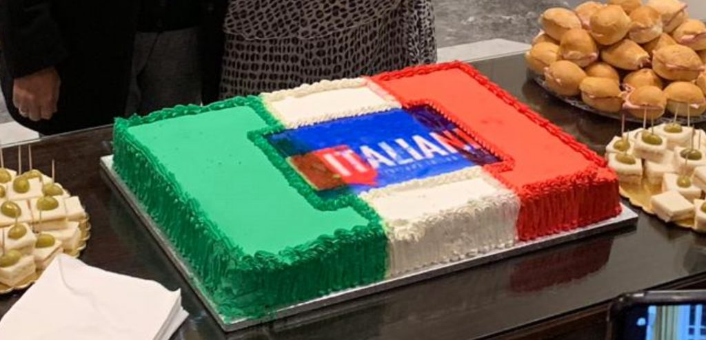cake with italiani.it logo