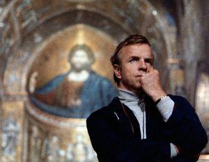 Franco Zeffirelli - immagine del regista in chiesa