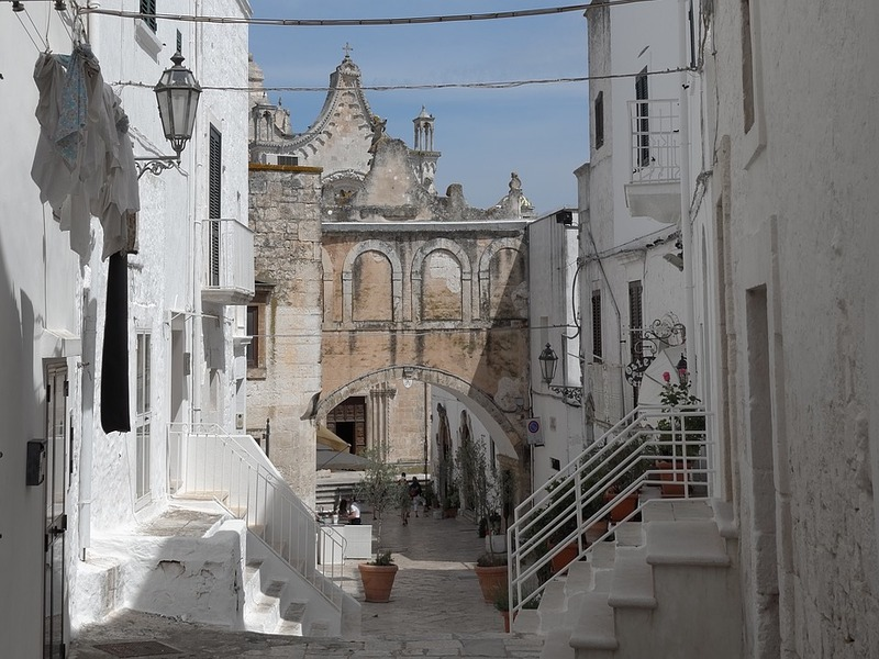 White limestone houses in Ostuni to protect themselves from the sun