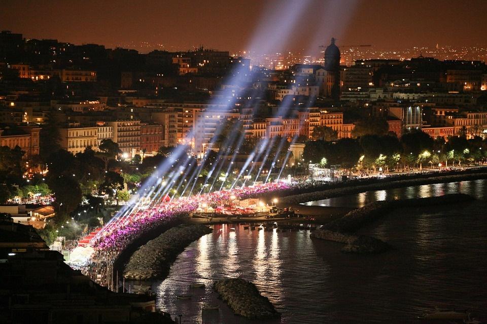 universiadi a Napoli - immagine della città di Napoli