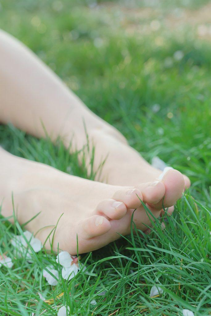 five senses park-bare feet on green grass