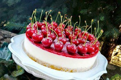 Cheesecake con gelee di ciliegie