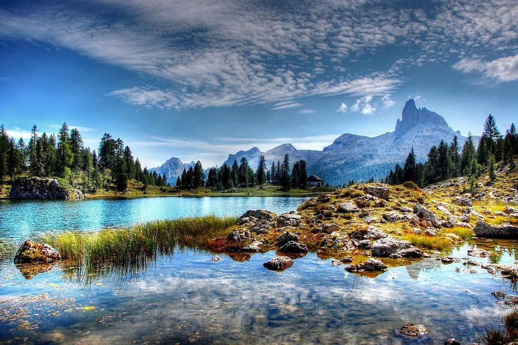 muse di trento - paesaggio con lago e Dolomiti