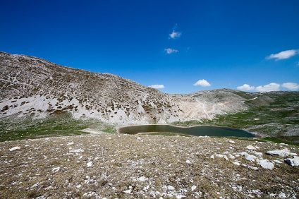 the brigands' path. Image of the lake of the Duchess, Abruzzo
