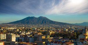 Partenope - Vista del Vesuvio e della città