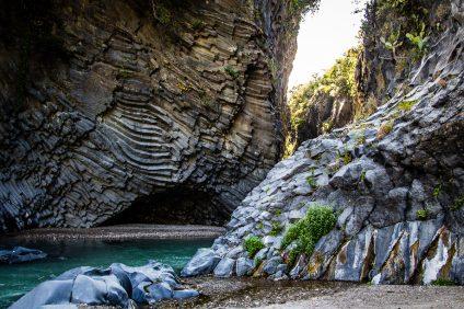 Le Gole dell'Alcantara che affascinano con il loro rude paesaggio roccioso